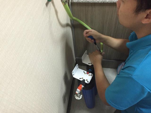 シラチャ 洗濯機用 浄水軟水器 施工中
